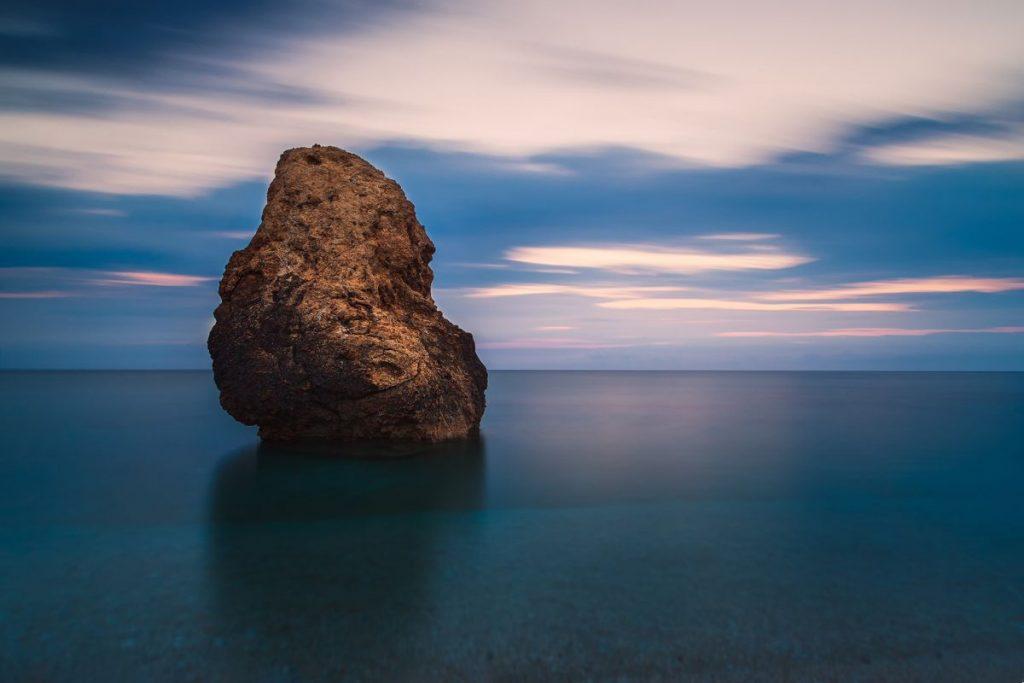 Deniz-fotografi-icinde-kaya-1024x683 Deniz Manzarası Nasıl Çekilir? 5 Püf Nokta