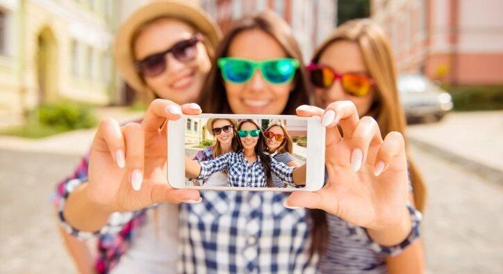 tatil-selfie Tatil Fotoğrafı Nasıl Çekilir? 5 İpucu